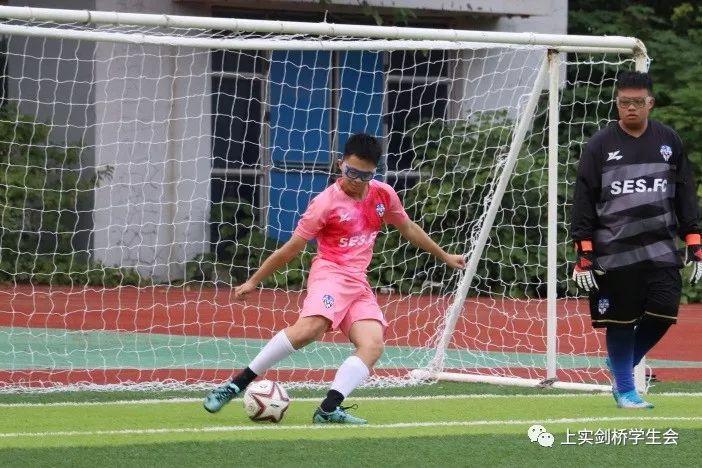 绿茵飞翔,为中国足球加油!