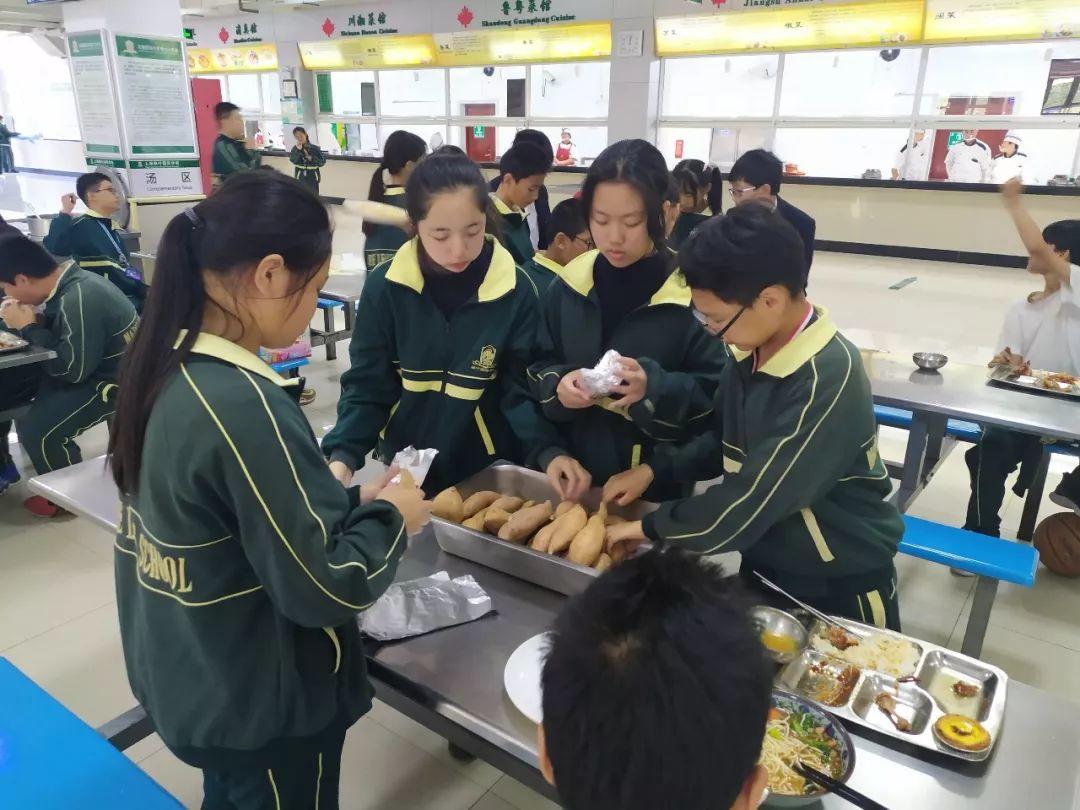 吃在嘴里,甜在心里 ——上海枫叶国际学校初中部701趣味周五活动