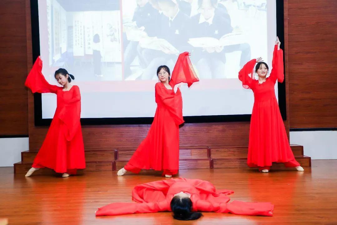 """枫叶赤子情  家国在心中 ——上海·义乌·平湖·湖州校区""""邓颖超班""""联合命名仪式举行"""