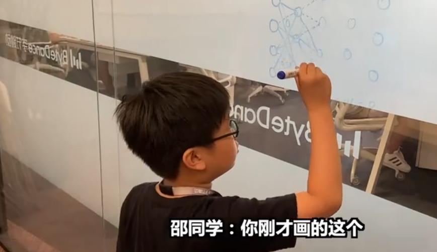 被苹果CEO库克夸赞!10后小学生教你学编程火爆全网吸引24万粉丝!